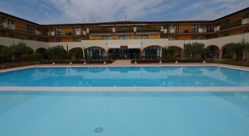 Le Terrazze Sul Lago Residence in Padenghe Sul Garda, Italy ...