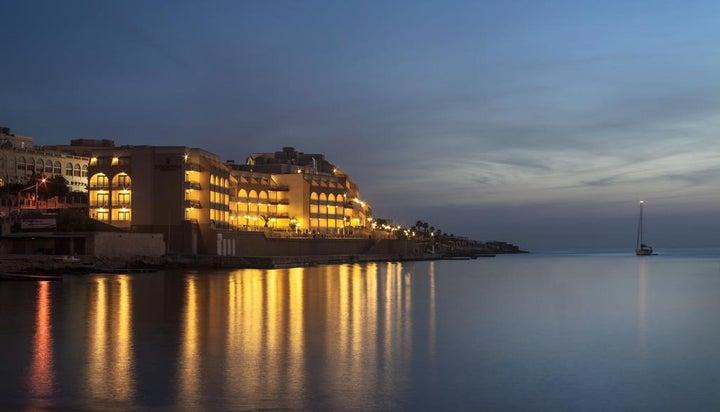 Marina Hotel Corinthia Beach Resort Image 39