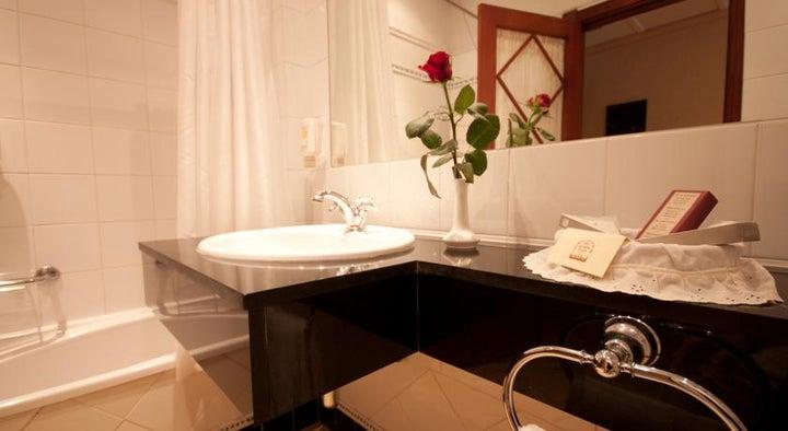 Reveron Plaza Hotel Image 12